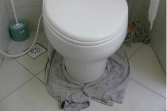 leaking-toilet-wet-floor
